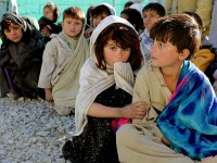 Кое всъщност тласка децата към бедност?